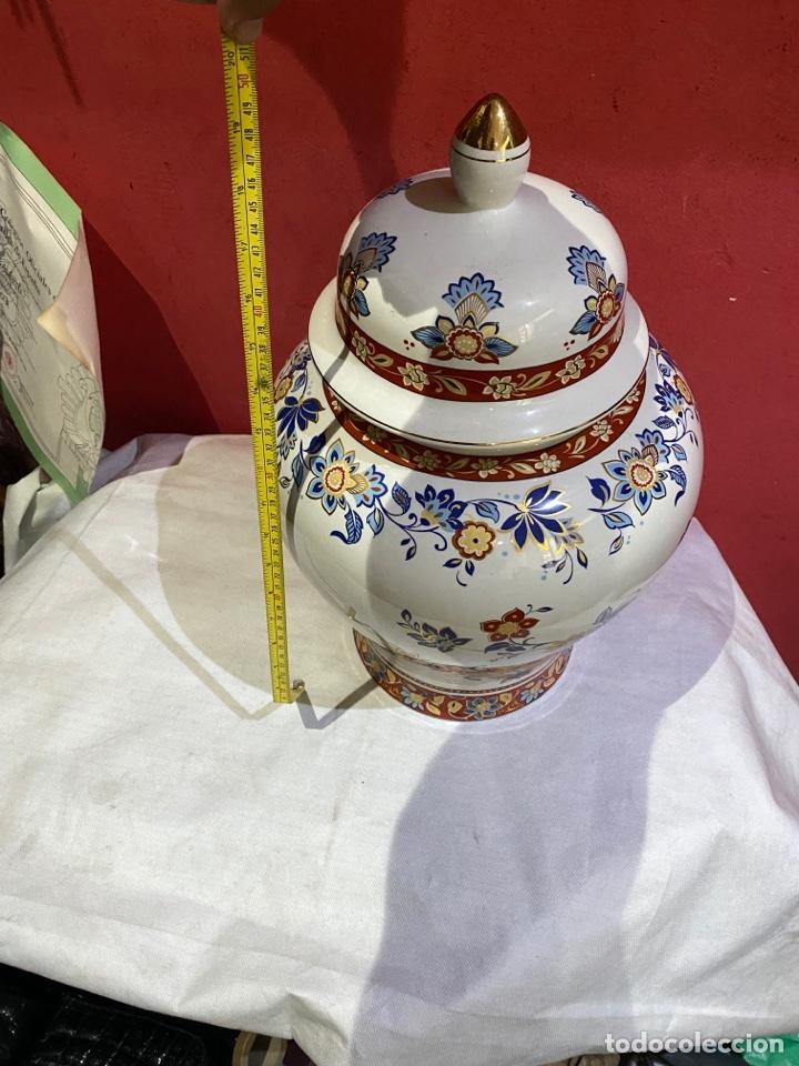 Antigüedades: Antiguo jarron de porcelana con motivos florales. Sellado . Grandes dimensiones - Foto 8 - 285219748