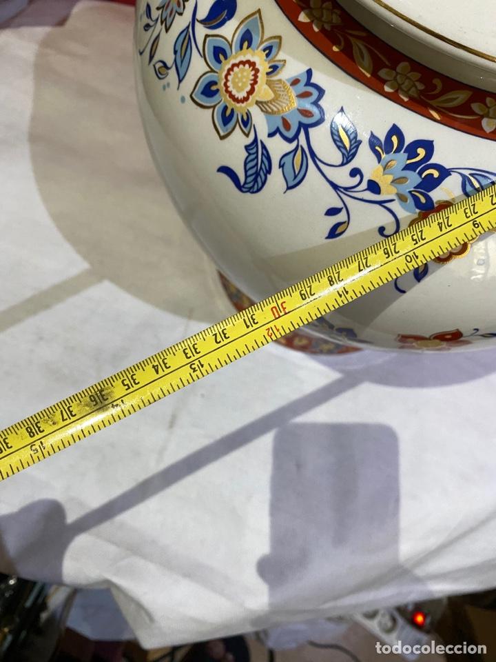 Antigüedades: Antiguo jarron de porcelana con motivos florales. Sellado . Grandes dimensiones - Foto 10 - 285219748