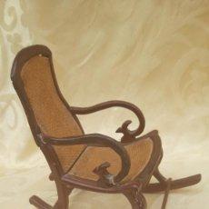 Antigüedades: MECEDORA EN MADERA, HACIA 1900.. Lote 285243458