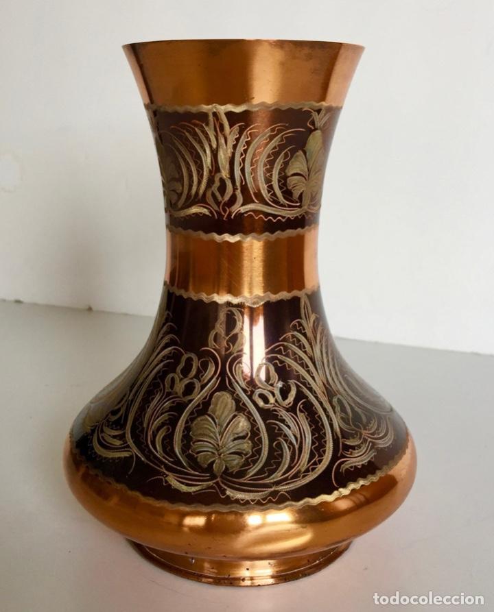 FLORERO JARRON DE COBRE REPUJADO VINTAGE (Antigüedades - Hogar y Decoración - Floreros Antiguos)