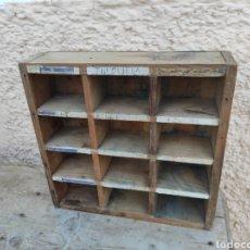 Antigüedades: ANTIGUO CASILLERO - ESTANTERÍA DE MADERA -. Lote 285326328
