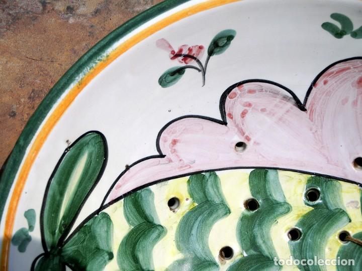 Antigüedades: MUY ORIGINAL PIEZA DE CERÁMICA - PUENTE DEL ARZOBISPO - ESCURRIDOR - PEZ - COLADOR - FIRMADO CyR - Foto 10 - 285343248