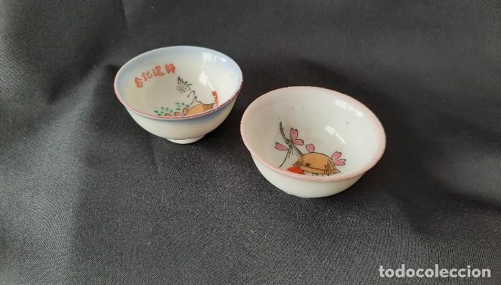 Antigüedades: Pareja de vasos de sake japoneses segunda guerra mundial. Cerámica. Primera mitad siglo XX - Foto 2 - 285468543