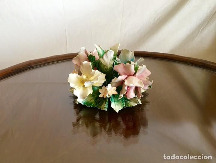 Antigüedades: Cerámica de CAPODIMONTE flor portavelas - Foto 2 - 285583773