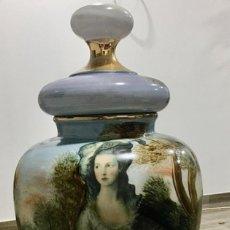 Antigüedades: JARRÓN DE PORCELANA PINTADO. Lote 285624418