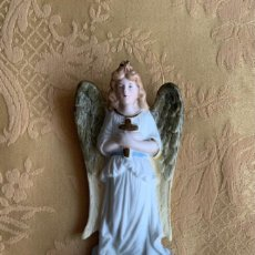 Antiquités: ANTIGUA BENDITERA, DE PORCELANA DE BISCUIT , NUMERADA. Lote 285683178