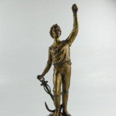 Antiguidades: ANTIGUA FIGURA O PIE DE LAMPARA DE METAL HOMBRE CON ANCLA GERMANY. Lote 285820408