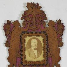 Antiguidades: FOTOGRAFÍA ALBÚMINA - FRANCISCO DALFÓ - CON PRECIOSO MARCO CALADO EN MADERA - JUNIO 1883. Lote 285967043
