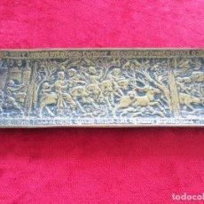Antigüedades: TARJETERO EN BRONCE FIRMADO POR EL ESCULTOR MAX LE VERRIER. ART DECO CON ESCENA DE CAZA. Lote 285971513