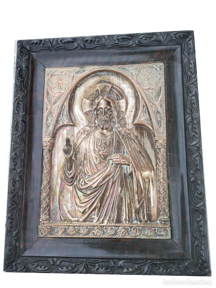 Antigüedades: Precioso y Antiguo Sagrado Corazon de Jesús labrado en cobre plateado - Foto 3 - 286162353