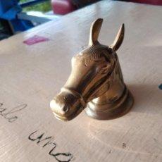 Antigüedades: CABEZA DE CABALLO DE BRONCE. Lote 286224558