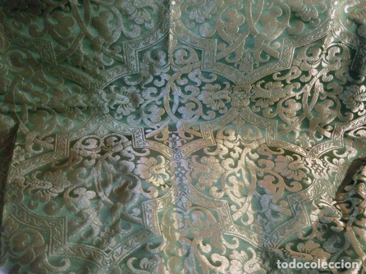 Antigüedades: ~~~~ PIEZA DE SEDA EN MUY FINO TONO VERDE BORDADA EN ORO, ORNAMENTACIONES, MIDE 200 X 142 CM. ~~~~ - Foto 2 - 286251848