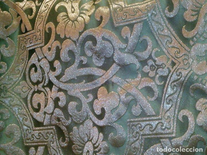 Antigüedades: ~~~~ PIEZA DE SEDA EN MUY FINO TONO VERDE BORDADA EN ORO, ORNAMENTACIONES, MIDE 200 X 142 CM. ~~~~ - Foto 14 - 286251848