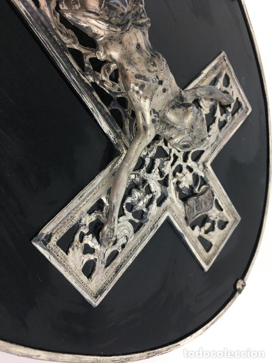 Antigüedades: Cristo crucificado con baño de plata - cruz troquelada en varias piezas 23x31 cm - Foto 5 - 286360003