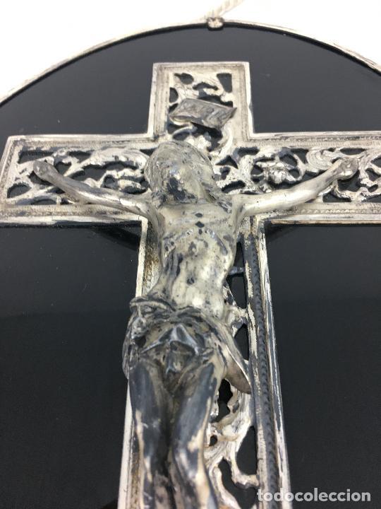 Antigüedades: Cristo crucificado con baño de plata - cruz troquelada en varias piezas 23x31 cm - Foto 8 - 286360003