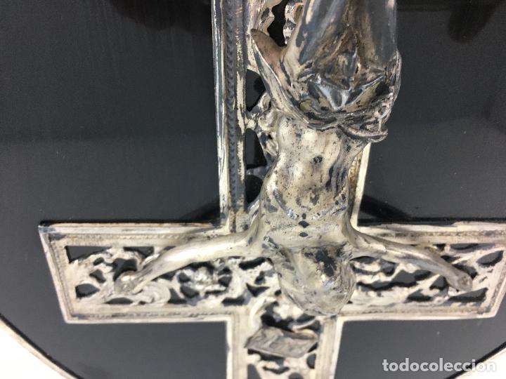 Antigüedades: Cristo crucificado con baño de plata - cruz troquelada en varias piezas 23x31 cm - Foto 10 - 286360003