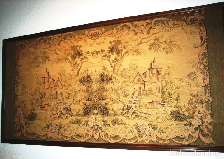 TAPIZ PAISAJE CON CASTILLOS ENTRE ARBOLEDA, MOTIVO SIMÉTRICO MUY ORIGINAL (Antigüedades - Hogar y Decoración - Tapices Antiguos)