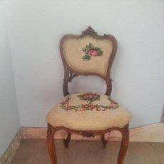 Antigüedades: SILLA FRANCESA DE NOGAL DESCALZADORA FINALES DEL SIGLO XIX ,CON PETIT POINT. Lote 286400408