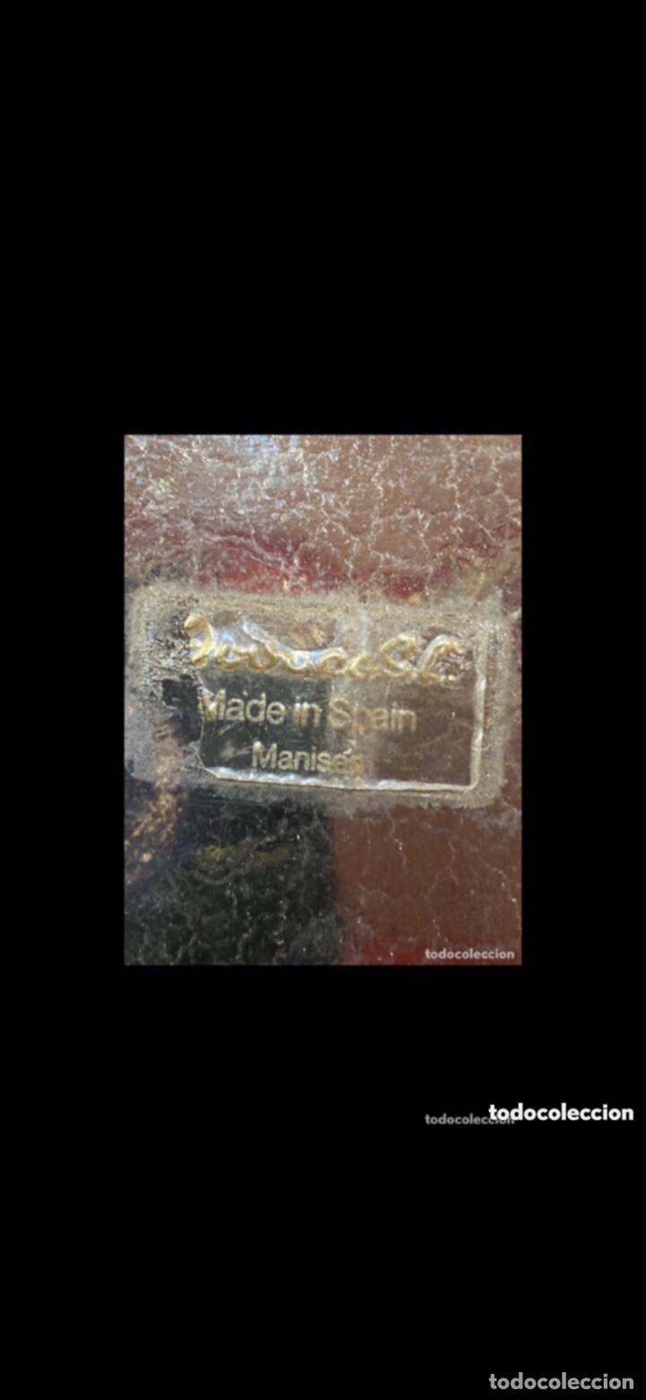 Antigüedades: Pareja de jarrones Manises pintados en oro . Ver las medidas en fotos - Foto 2 - 286413053