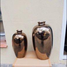 Antigüedades: PAREJA DE JARRONES MANISES PINTADOS EN ORO . VER LAS MEDIDAS EN FOTOS. Lote 286413053