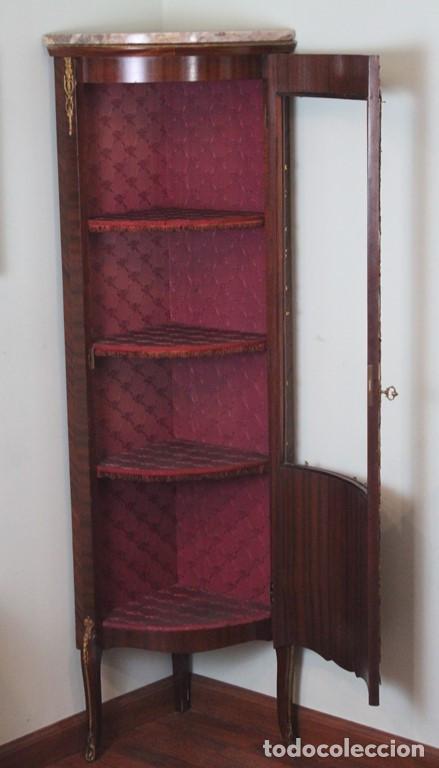 Antigüedades: Antiguo mueble de esquina, caoba, trabajo de marquetería, adornos de bronce y forrado en seda 160 cm - Foto 2 - 286486948