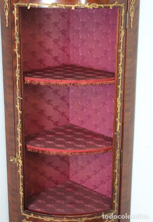 Antigüedades: Antiguo mueble de esquina, caoba, trabajo de marquetería, adornos de bronce y forrado en seda 160 cm - Foto 5 - 286486948