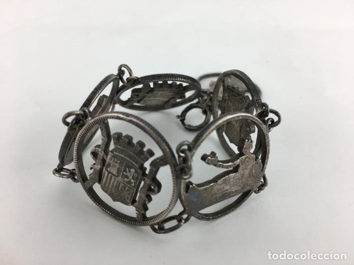 Antigüedades: PULSERA DE PLATA - TROQUELADOS DEL ESCUDO REAL Y ALFONSO XIII 35,3 GRAMOS DE PLATA - Foto 3 - 286543318