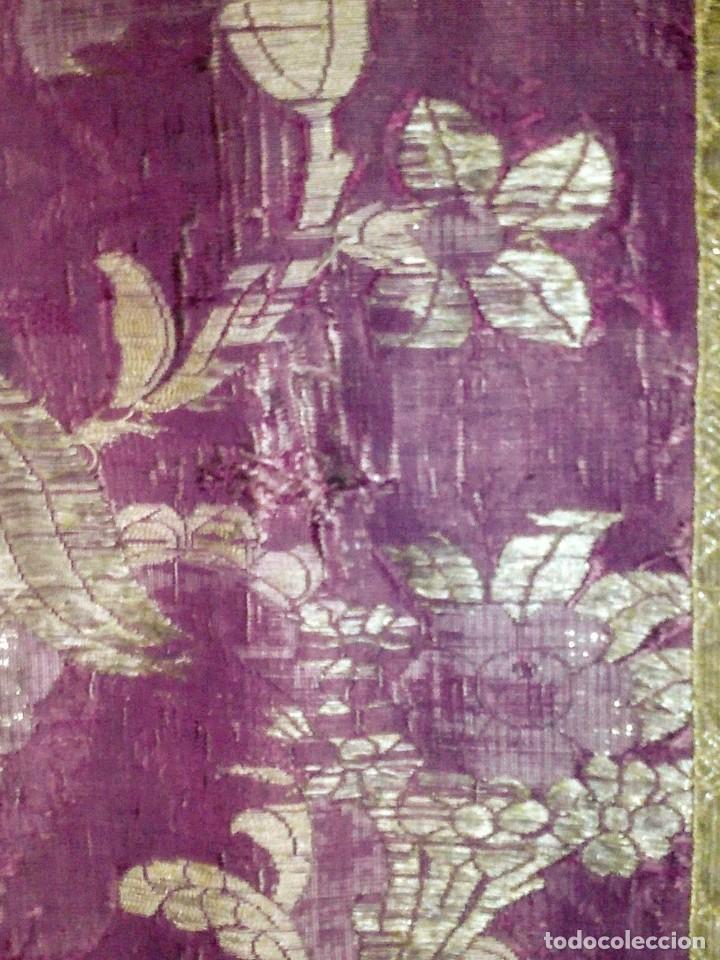 Antigüedades: ~~~~ ESPECTACULAR CASULLA S.XVIII DE SEDA TODA BORDADA EN ORO, ALGÚN LEVE ROCE QUE SE MUESTRA ~~~~ - Foto 16 - 286553038