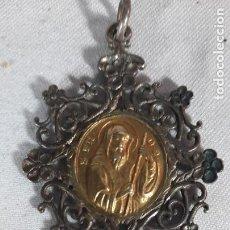 Antiquités: COLGANTE MEDALLA EN PLATA Y PLATA DORADA SIGLO XVIII. Lote 286634978