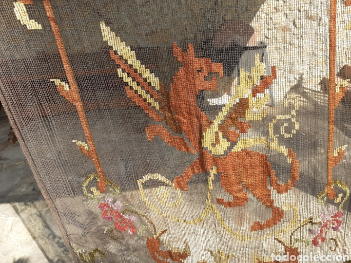 Antigüedades: PRECIOSA CORTINA BORDADA A MANO PETIT POINT - GRIFO - SIGLO XIX - Foto 15 - 286716703