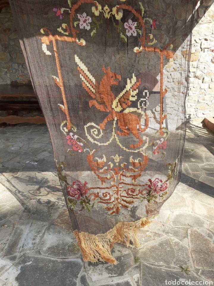 Antigüedades: PRECIOSA CORTINA BORDADA A MANO PETIT POINT - GRIFO - SIGLO XIX - Foto 17 - 286716703