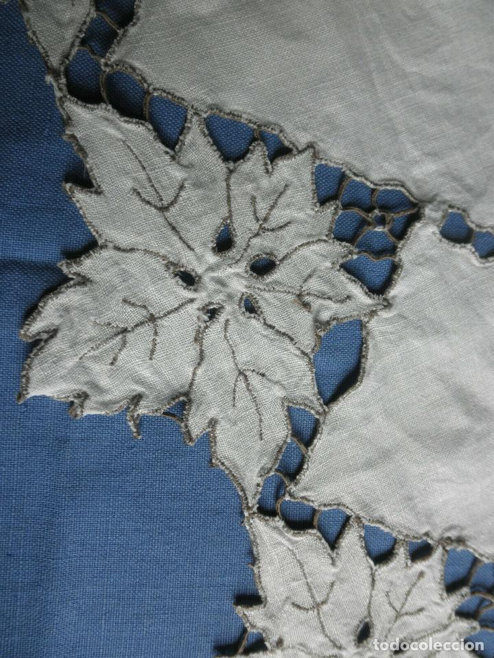 Antigüedades: Increible de bonita,mantel Antiquo.Bordados a mano Richelieu y de Madeira.LINO Beige.120x 120 cm - Foto 10 - 286720258