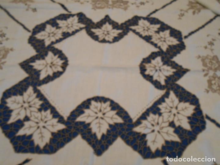 Antigüedades: Increible de bonita,mantel Antiquo.Bordados a mano Richelieu y de Madeira.LINO Beige.120x 120 cm - Foto 27 - 286720258