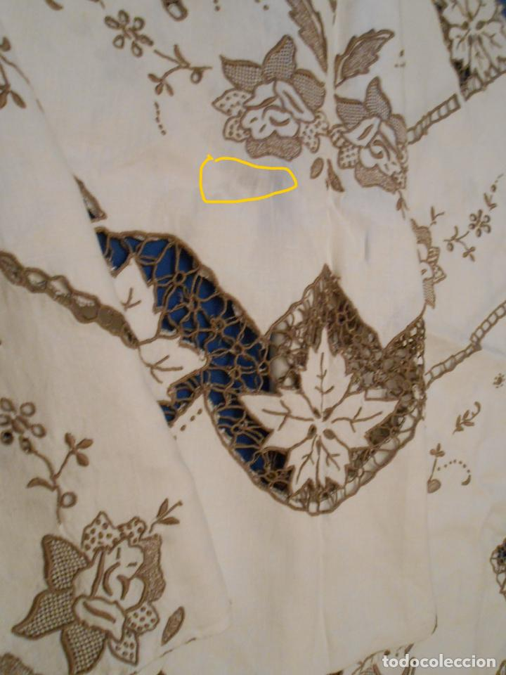 Antigüedades: Increible de bonita,mantel Antiquo.Bordados a mano Richelieu y de Madeira.LINO Beige.120x 120 cm - Foto 31 - 286720258
