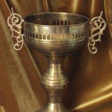 Antigüedades: ANTIGUO MACETERO, LATÓN, 48 CM DE ALTURA. Lote 286722363