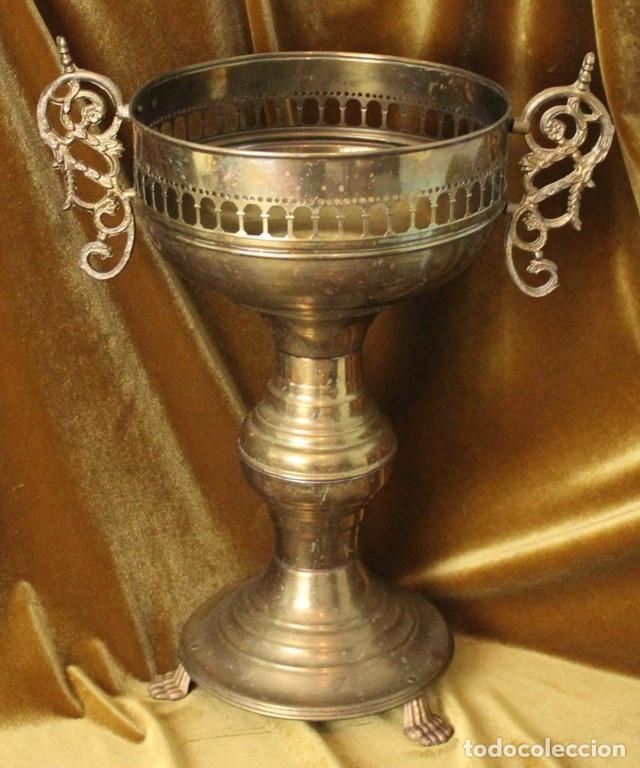 Antigüedades: Antiguo macetero, latón, 48 cm de altura - Foto 2 - 286722363