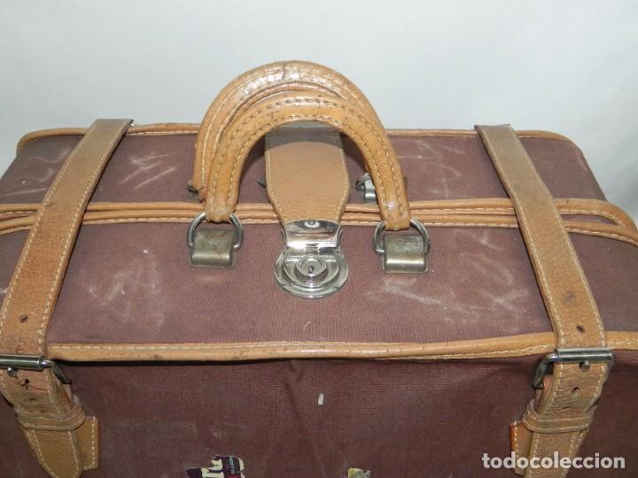 Antigüedades: Excelente maleta portatrajes porta trajes, realizado en piel, tal y como se ve en las fotografias pu - Foto 4 - 286772328