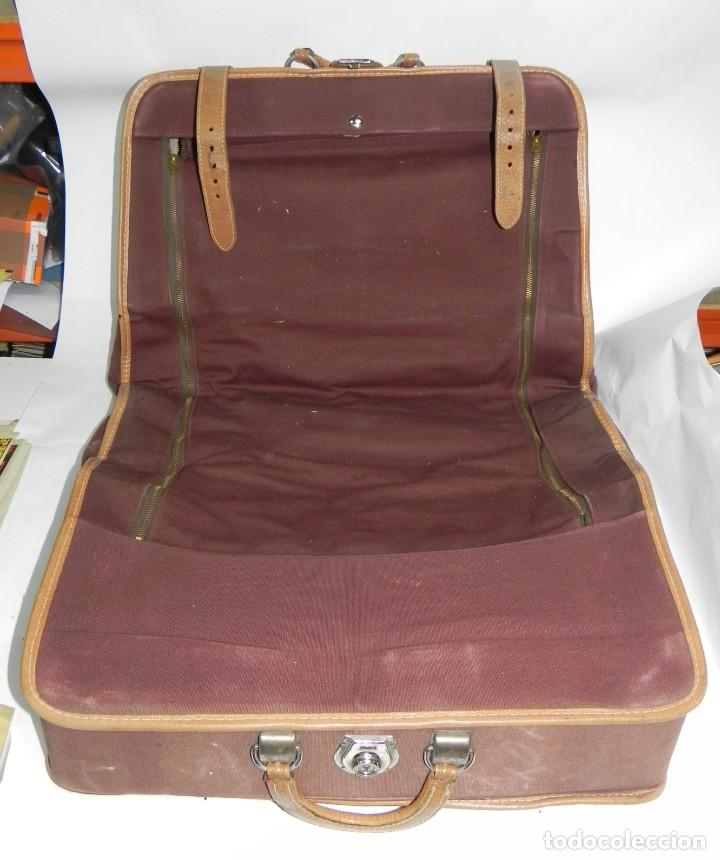 Antigüedades: Excelente maleta portatrajes porta trajes, realizado en piel, tal y como se ve en las fotografias pu - Foto 6 - 286772328