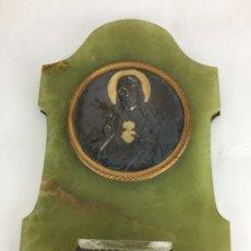 Antigüedades: BENDITERA RELIGIOSA REALIZADA EN ONICE SOBRE BASE DE LATON Y DETALLES EN PLATA - ONIX. Lote 286798053