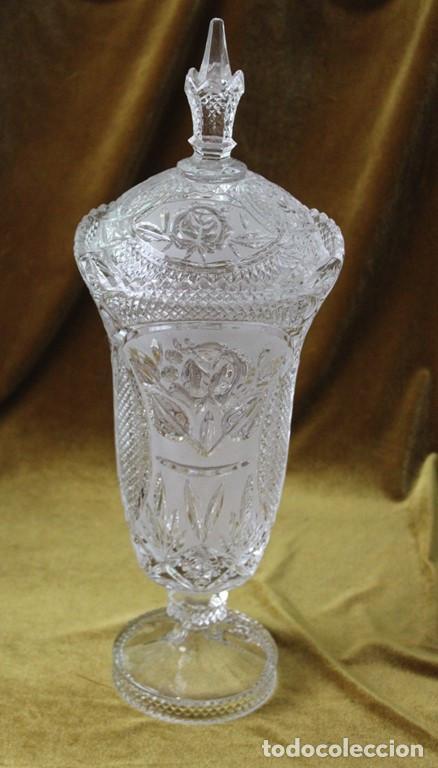 BOMBONERA CRISTAL TALLADO, 45 CM DE ALTURA (Antigüedades - Cristal y Vidrio - Otros)