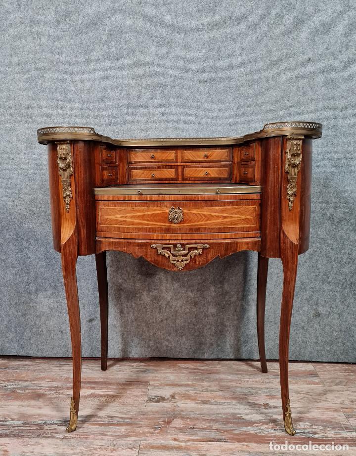 Antigüedades: Bureau Louis XV à gradin de forme haricot en marqueterie et bronzes dorés - Foto 2 - 286821258