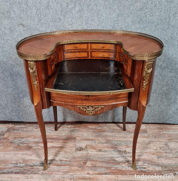 Antigüedades: Bureau Louis XV à gradin de forme haricot en marqueterie et bronzes dorés - Foto 5 - 286821258