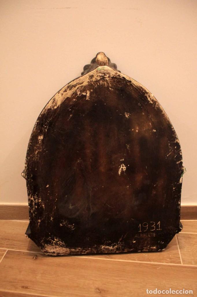 Antigüedades: Antiguo retablo con benditera, virgen, ave maria. Albacete 1931. 65x53cm - Foto 18 - 286831368