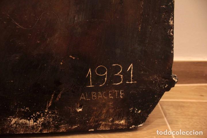 Antigüedades: Antiguo retablo con benditera, virgen, ave maria. Albacete 1931. 65x53cm - Foto 19 - 286831368