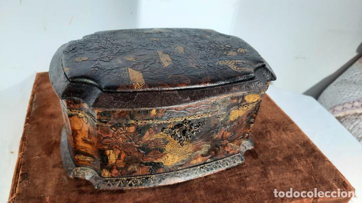CAJA EN MADERA Y POLICROMIA PARA LA EXPORTACION FILIPINAS SIGLO XVIII, PARA BOTELLAS PERFUMES (Antigüedades - Muebles Antiguos - Auxiliares Antiguos)