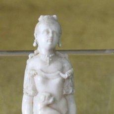 Antigüedades: FIGURA DE REINA ISABEL II, EMPUÑADURA, MARFIL, 10 CM DE LONGITUD. Lote 286842158