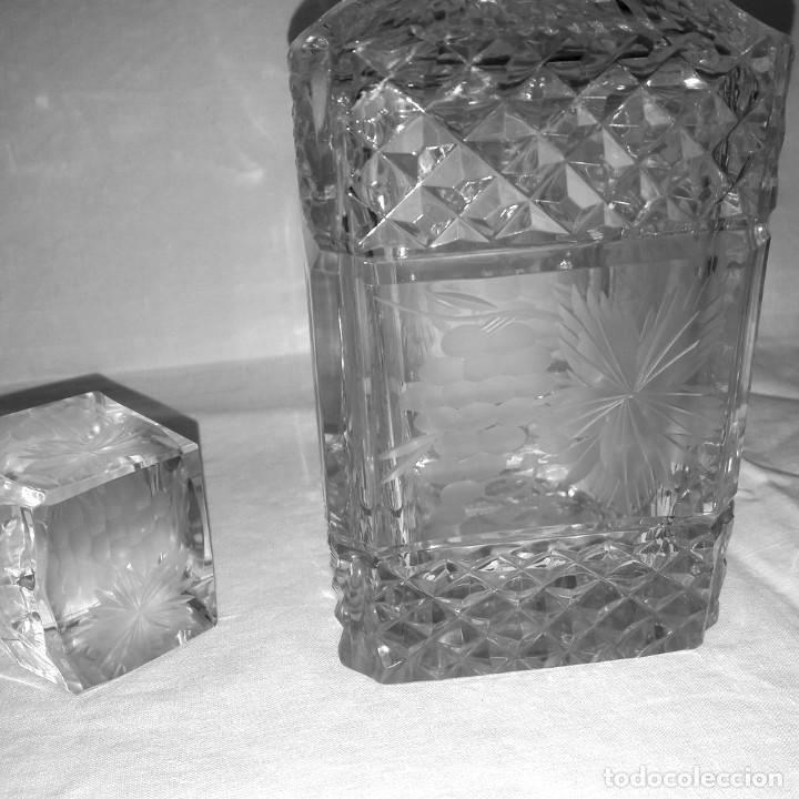 Antigüedades: BOTELLA CRISTAL BOHEMIA TALLADO LICORERA FRASCO TAPON BOCA PLATA. 1ª MITAD 1900 - Foto 3 - 286843703
