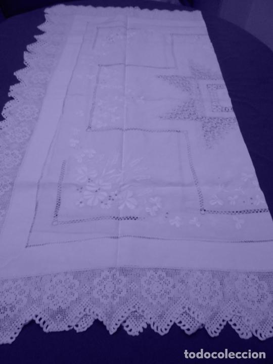 Antigüedades: Mantel Antiquo.Bordados,Vainicas anchas y Ganchillo fino.Beige claro.Lino Irlandés.125 x 125 cm - Foto 5 - 286845218