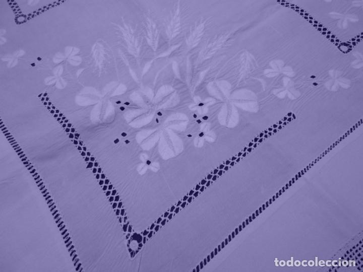 Antigüedades: Mantel Antiquo.Bordados,Vainicas anchas y Ganchillo fino.Beige claro.Lino Irlandés.125 x 125 cm - Foto 7 - 286845218