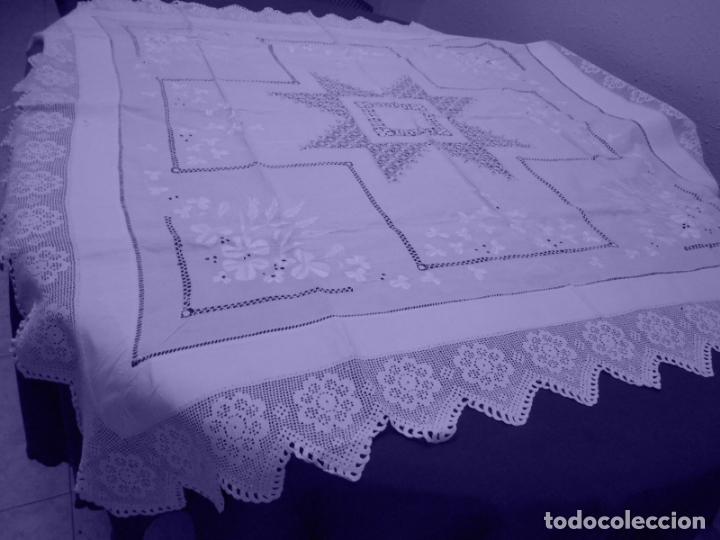 Antigüedades: Mantel Antiquo.Bordados,Vainicas anchas y Ganchillo fino.Beige claro.Lino Irlandés.125 x 125 cm - Foto 14 - 286845218